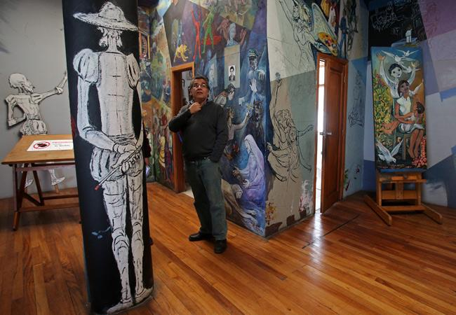 Pablo Solón, hijo del muralista boliviano Walter Solón. EFE